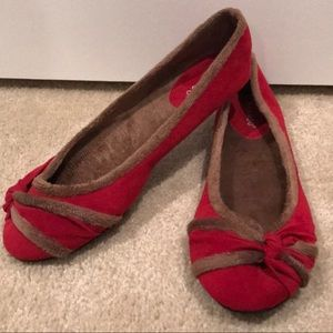 Comfiest Flats Ever! Fuzzy Soft and Super Cute!RED